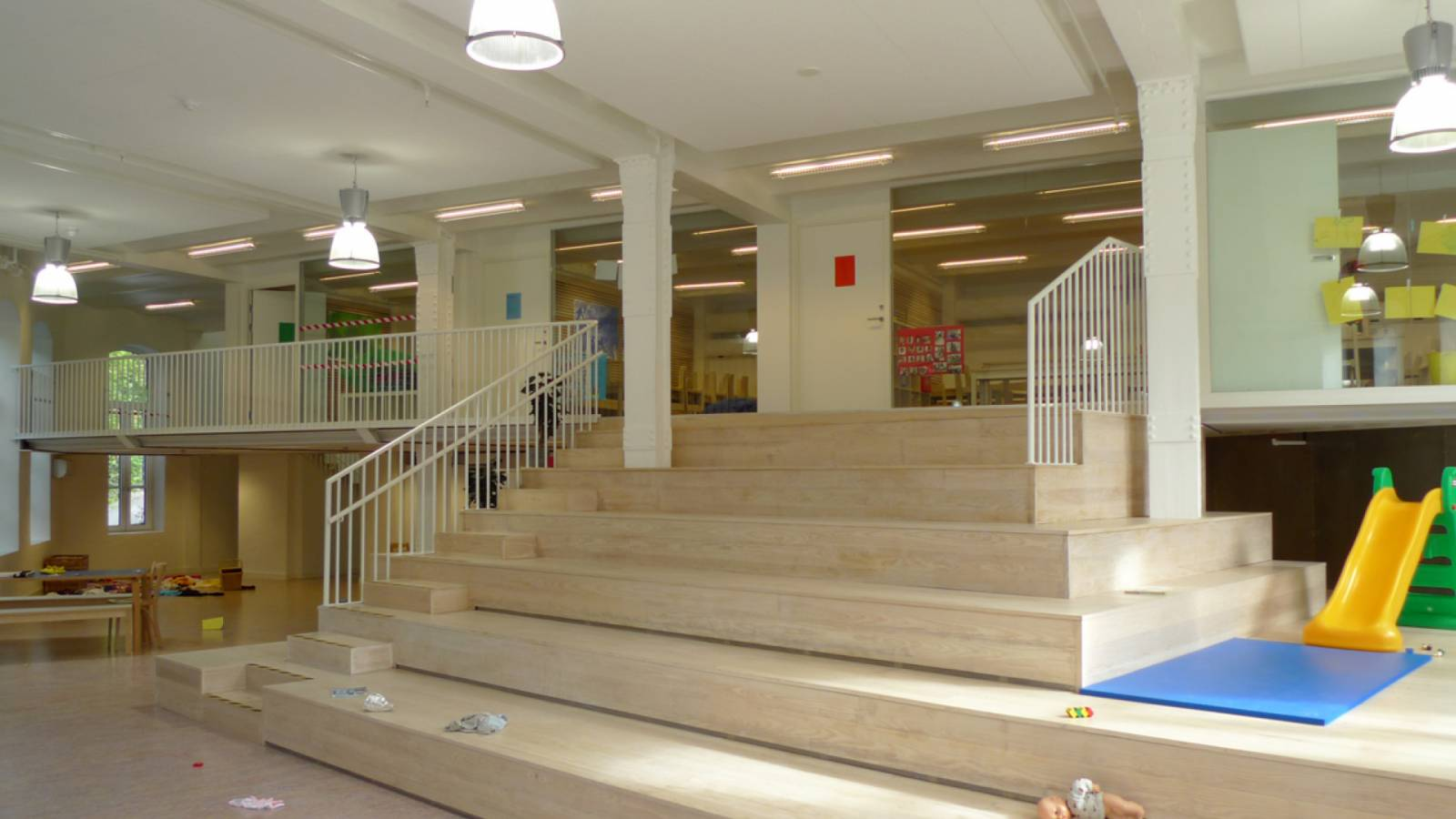 MAIN STAIRCASE - Ny York Cultural kindergarten - SPOL Architects