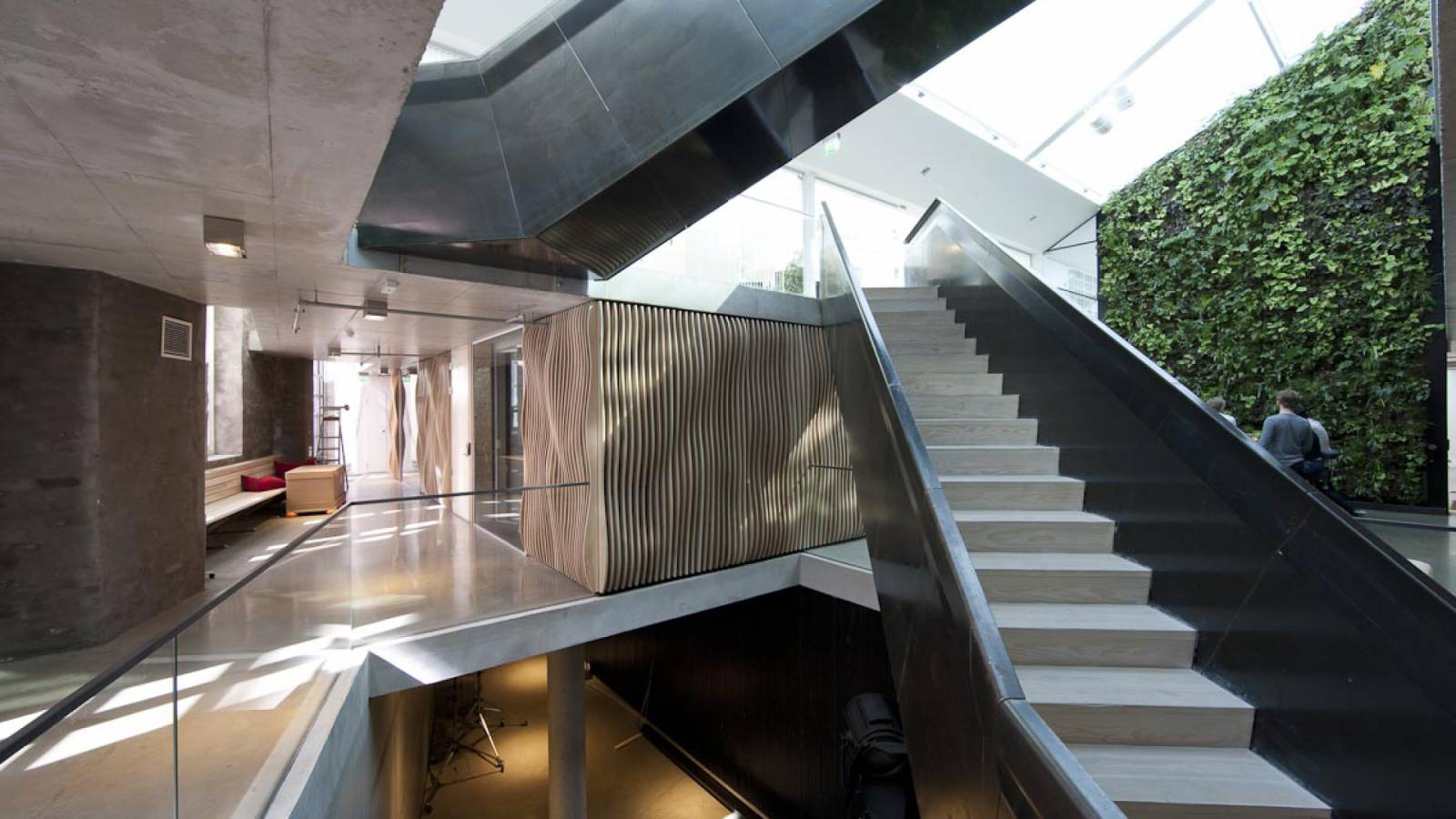 ENTRANCE LEVEL - Signal Media-house - SPOL Architects