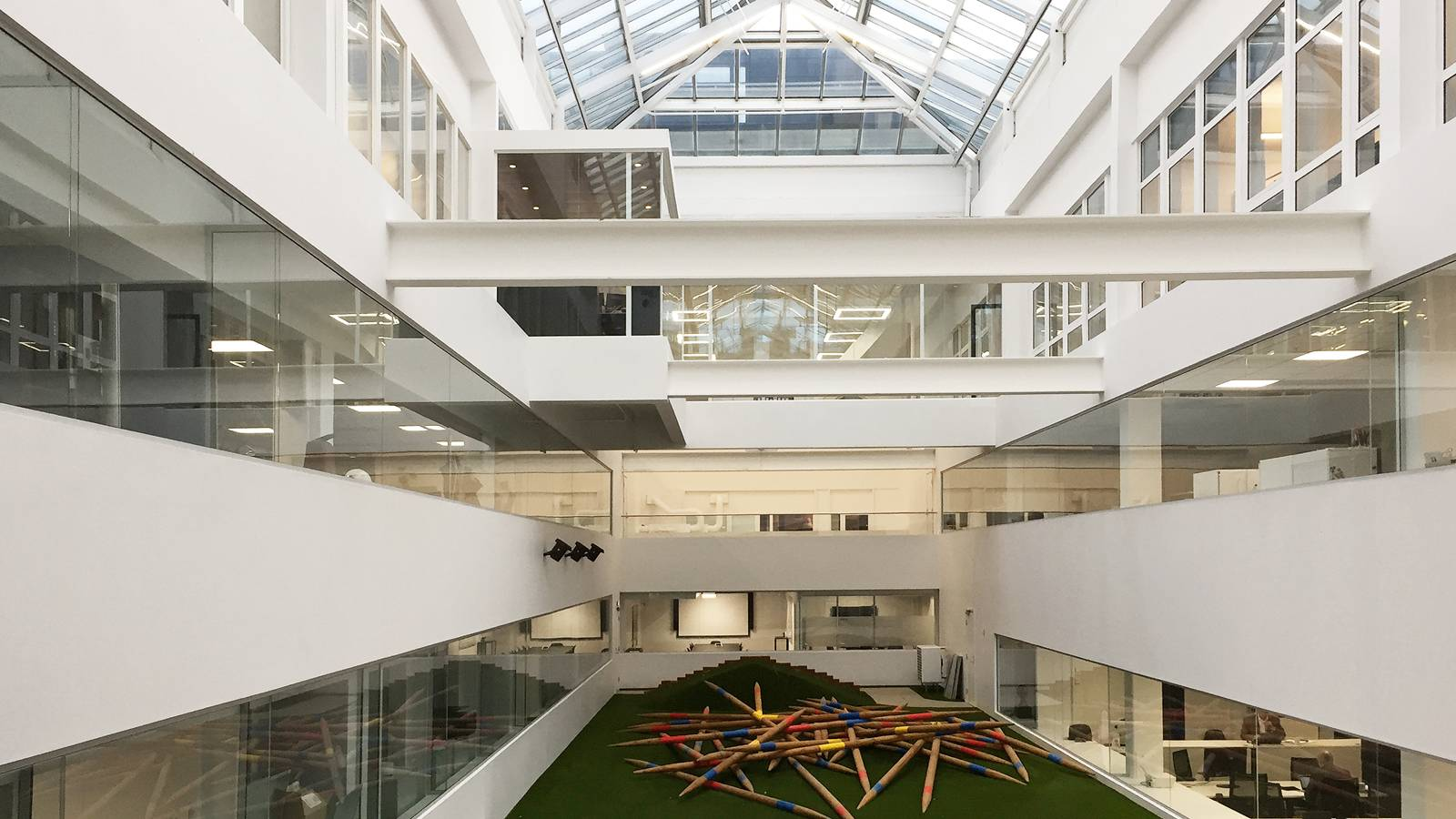 THE CENTRAL ATRIUM SPACE - Frontline Offices - SPOL Architects