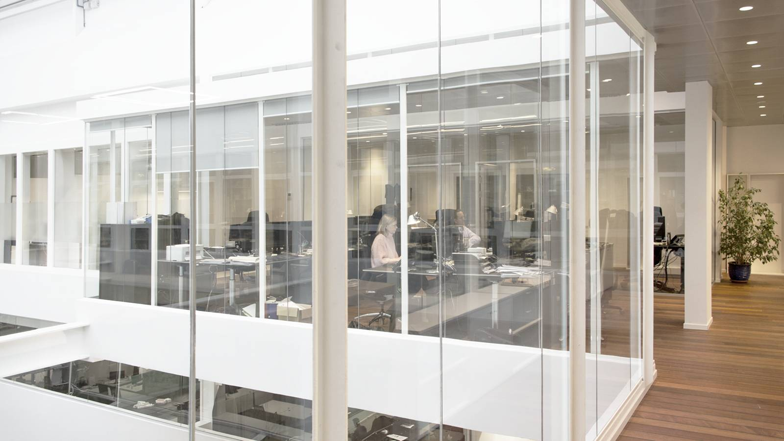 OFFICE SPACE FACING ATRIUM - Frontline Offices - SPOL Architects